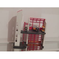 Belle Caserne Des Pompiers Avec Personnages Et Accéssoires Et Alarme A Pile Playmobil