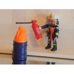 Pompier En Action Et Bidon De Feu Playmboil